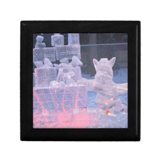 Eis-Skulptur-sportlicher Künstler, der arktische Geschenkbox