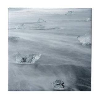 Eis und Wasser auf einem Strand, Island Fliese
