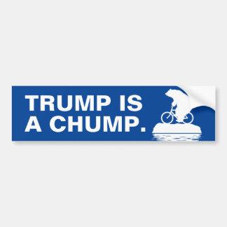 """Eisbär sagt, dass """"Trumpf ist ein Holzklotz."""" Autoaufkleber"""