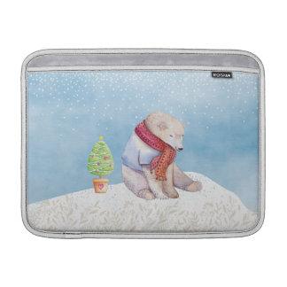 Eisbär-und Weihnachtsbaum im Schnee MacBook Sleeve