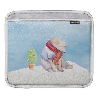Eisbär-und Weihnachtsbaum im Schnee Sleeve Für iPads