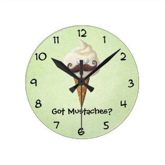 Eiscreme mit den Schnurrbärten Uhr