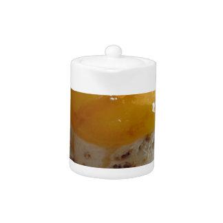 Eiscremekuchen der Aprikose Stau bedeckter