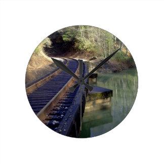Eisenbahn-Brücke Runde Wanduhr