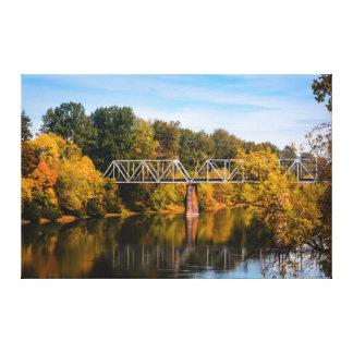 Eisenbahn-Brücke über Fluss Leinwanddruck