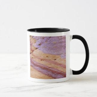 Eisenoxide färben eine Sandsteinbildung Tasse