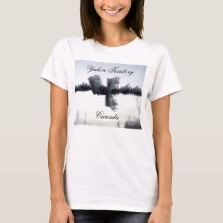Eisiger Stacheldraht; Yukon-Territorium, Kanada T-Shirt