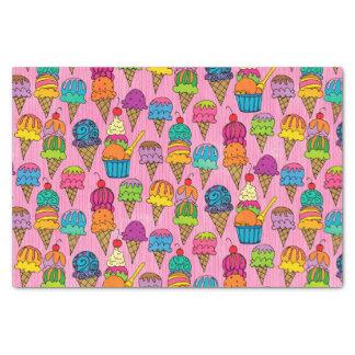 Eistüten auf Rosa Seidenpapier
