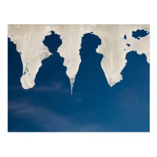 Eiszapfen gegen einen blauen Himmel Postkarte