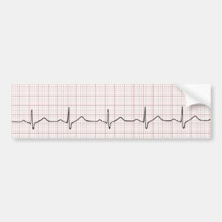 EKG Herzschlag auf Zeichenpapier mit Autoaufkleber
