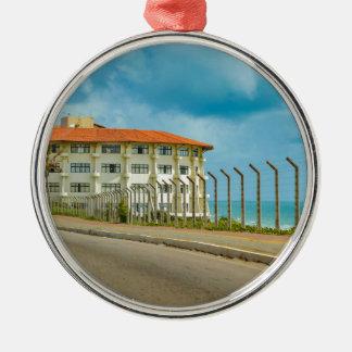 Eklektisches Art-Gebäude Geburts- Brasilien Rundes Silberfarbenes Ornament