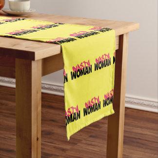 Eklige Frau (Antitrumpf) Kurzer Tischläufer