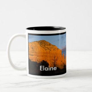 Elaine auf Moonrise-glühender roter Felsen-Tasse