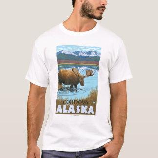 Elche, die in See - Cordova, Alaska trinken T-Shirt