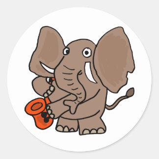 Elefant AI, der Saxophone-Cartoon spielt Runder Aufkleber