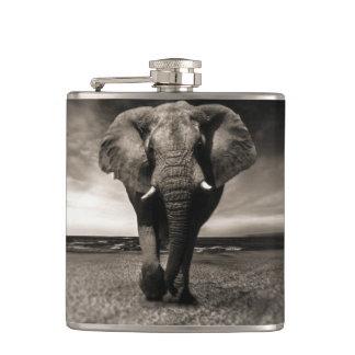 Elefant auf dem Lauf Flachmann
