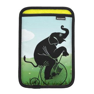 Elefant, der ein Fahrrad reitet Sleeve Für iPad Mini