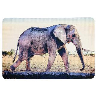 Elefant, der entlang Fluss geht Bodenmatte