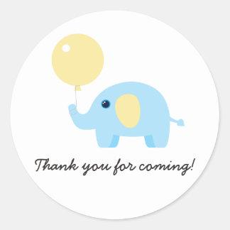 Elefant des blauen Babys mit Ballon Runder Aufkleber