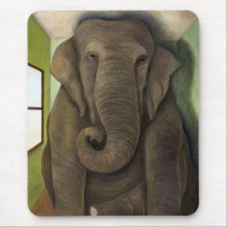 Elefant im Raum Mousepad