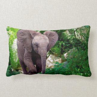 Elefant und Dschungel Lendenkissen