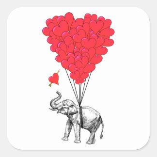 Elefant und rote Herzballone Quadratischer Aufkleber