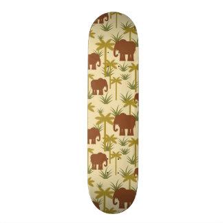 Elefanten und Palmen in der Tarnung Individuelle Skateboards