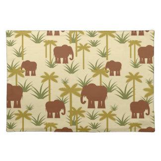 Elefanten und Palmen in der Tarnung Tischset