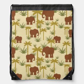Elefanten und Palmen in der Tarnung Turnbeutel