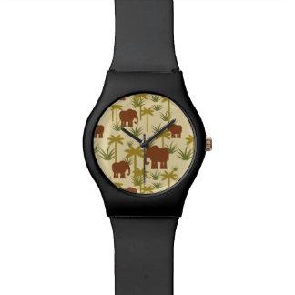 Elefanten und Palmen in der Tarnung Uhr
