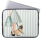 Elegante Dame und Mops Laptopschutzhülle