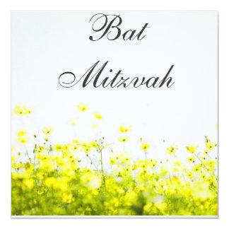 Elegante gelbe Wildblumen-Schläger Mitzvah Quadratische 13,3 Cm Einladungskarte