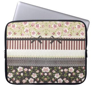 Elegante Girly weiße Spitze und rosa Rosen Laptop Schutzhülle
