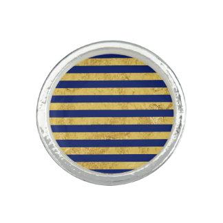 Elegante Goldfolie und blauer Streifen-Muster Ring
