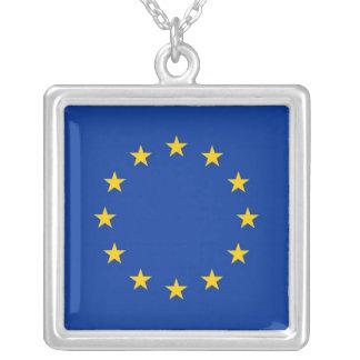 Elegante Halskette mit Flagge der europäischen
