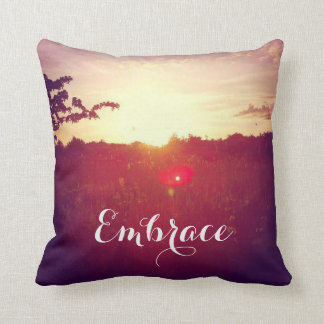 Eleganter Feld-Sonnenuntergang mit Kissen