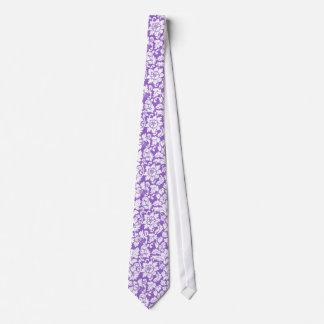 Eleganter Lavendel und weiße Blumendamaste Individuelle Krawatte