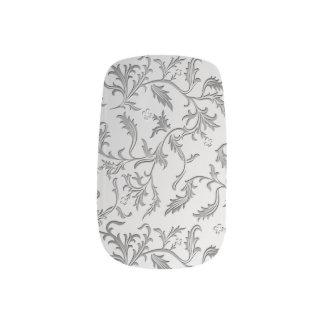 Eleganter silberner Brokat Minx Nagelkunst