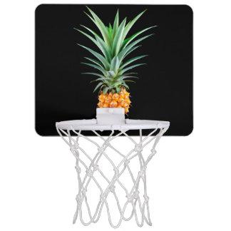 eleganter unbedeutender schwarzer Hintergrund der Mini Basketball Ring