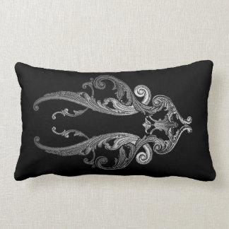Eleganter verzierter Goth Entwurf (Kissen der Lendenkissen