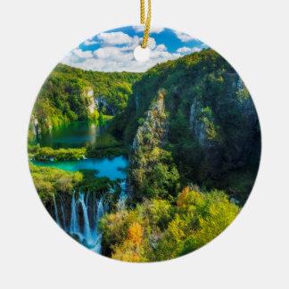 Eleganter Wasserfall landschaftlich, Kroatien Rundes Keramik Ornament