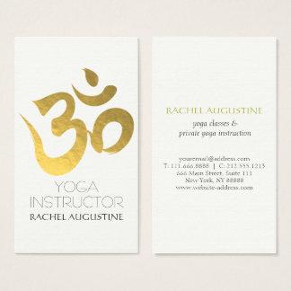 Eleganter Weiß-und Goldom-Symbol-Yoga-Lehrer Visitenkarte