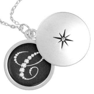 Elegantes funkelndes Diamant-Monogramm der Initial Runde Medaillon Halskette