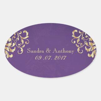 Elegantes Gold und lila Damast-Hochzeits-Aufkleber Ovaler Aufkleber