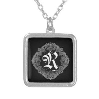 Elegantes Goth Anfangsr Halskette Mit Quadratischem Anhänger