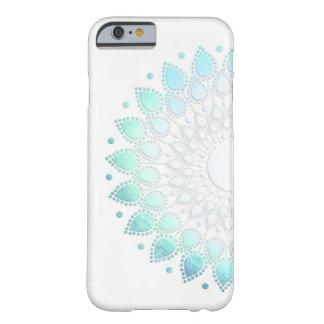 Elegantes hellblaues grünes Blumen-Motiv Barely There iPhone 6 Hülle