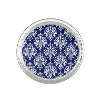 Elegantes Marine-Blau-und Weiß-Damast-Muster Ring
