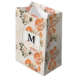 Elegantes Vintages beige Rosenmuster Mittlere Geschenktüte