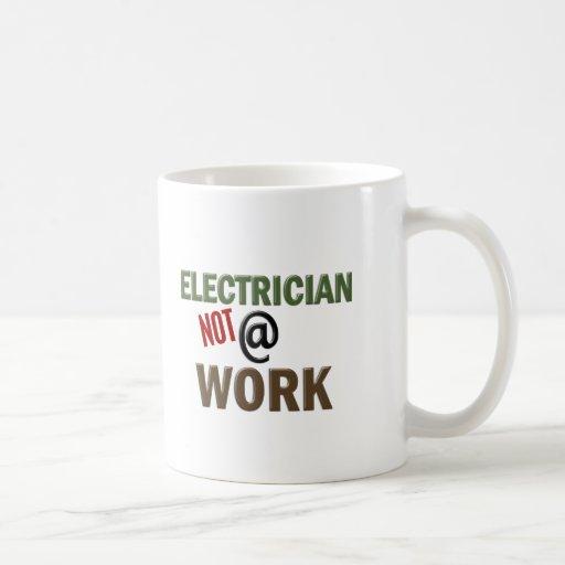 Elektriker NICHT bei der Arbeit Haferl