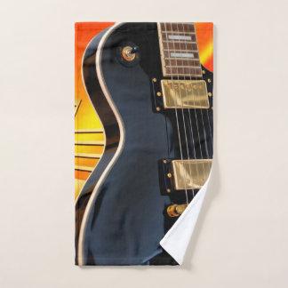Elektrische Gitarre mit Musiknoten Handtuch